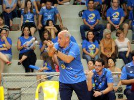 Marcos Pacheco orientando jogadores do Vôlei Ribeirão (Foto: FL Piton/Prefeitura de Ribeirão Preto)