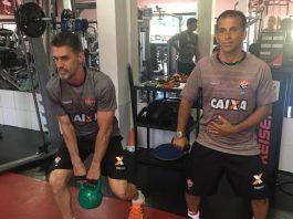 Vagner Mancini e Péricles Machado treinando na academia do Vitória (Foto: Divulgação)
